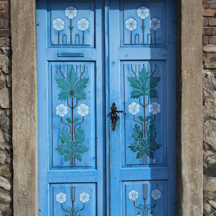 blue painted door, Canon EOS 60D, Canon EF-S 10-22mm f/3.5-4.5 USM