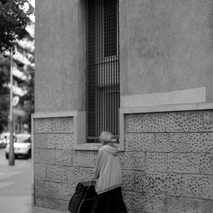 Mujer mayor con carro, Canon EOS 6D, Canon EF 50mm f/1.2L