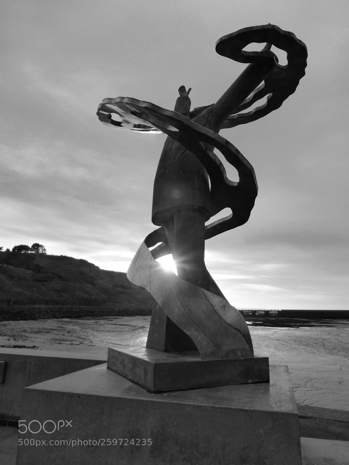 Port-en-Bessin statue (2), Panasonic DMC-TZ36