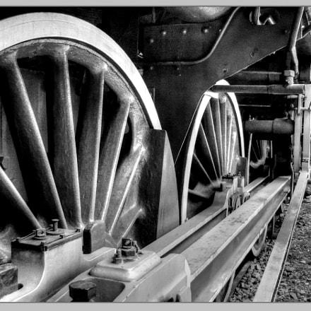 train, Sony DSC-P8