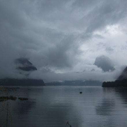 Milford Sound in Fiordland, Fujifilm FinePix F50fd