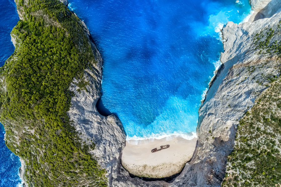 Aerial view of Navagio (Shipwreck) Beach in Zakynthos island, Gr de vasilis ververidis en 500px.com