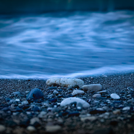 Sea and stones, Sony ILCE-7, Sony FE 28-70mm F3.5-5.6 OSS