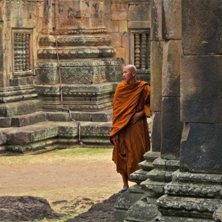 Buddhist monk at Khmer, Canon IXUS 115 HS