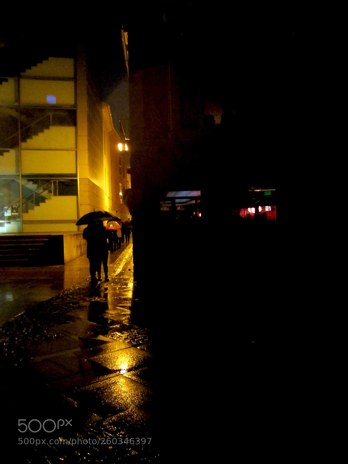 Rainy nifgt, Canon POWERSHOT S95