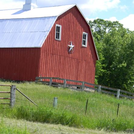 barnyard, Nikon COOLPIX L110