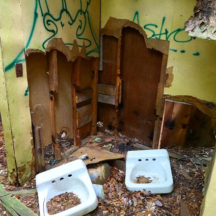 Abandoned Camp Bathroom 2, Canon EOS M5