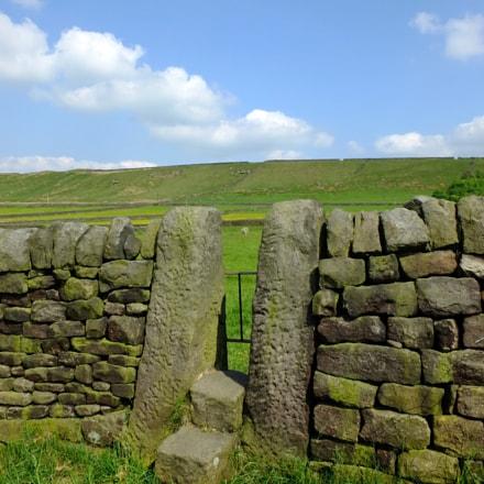 a dry stone wall, Fujifilm X-S1