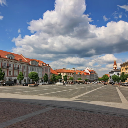 Vilnius. Town Hall Square, Canon EOS-1DS MARK III, Tokina AT-X 11-20 F2.8 PRO DX Aspherical 11-20mm f/2.8 + 1.4x