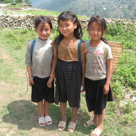Adorable little girls, Sapa, Canon POWERSHOT A530