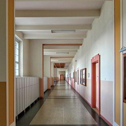 empty school corridor, Canon EOS 60D, Canon EF-S 10-22mm f/3.5-4.5 USM