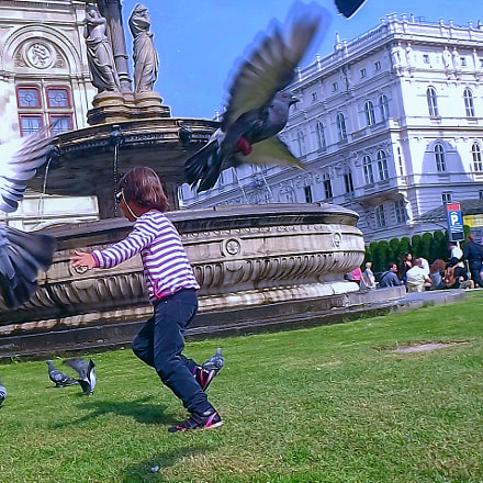 Fly little girl, Fujifilm FinePix S3200