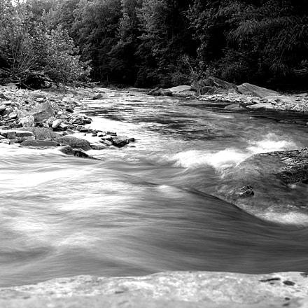 Flowing B&W, Nikon D610, AF Zoom-Nikkor 28-80mm f/3.5-5.6D