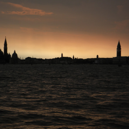 What a view!, Nikon COOLPIX L100
