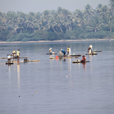Fishing in backwaters, Canon EOS 500D, Canon EF-S 55-250mm f/4-5.6 IS
