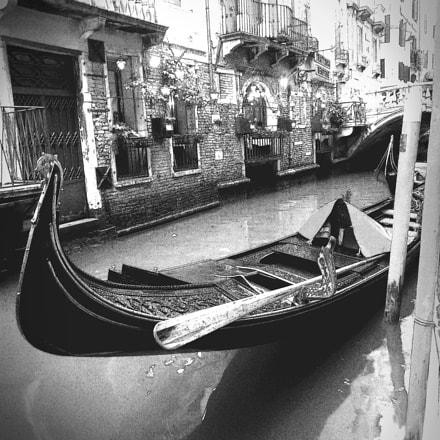 The black gondola, Nikon COOLPIX L610