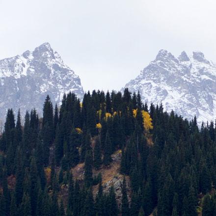 Splinted peaks (Almaty, Kazakhstan), Sony SLT-A77V, Carl Zeiss Vario-Sonnar T* DT 16-80mm F3.5-4.5 ZA (SAL1680Z)