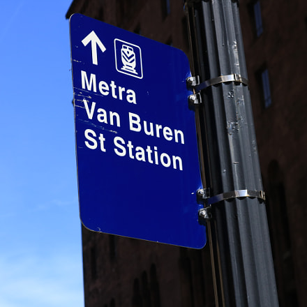 Metra Sign in downtown, Canon EOS REBEL T6I, Canon EF-S 18-55mm f/3.5-5.6 IS STM
