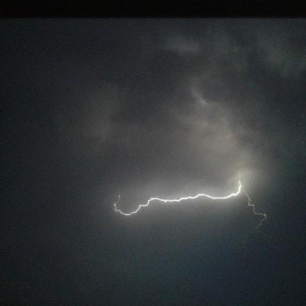 Ya viene la tormenta, Samsung Galaxy J1