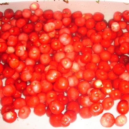 Swimming cherries, Sony DSC-L1