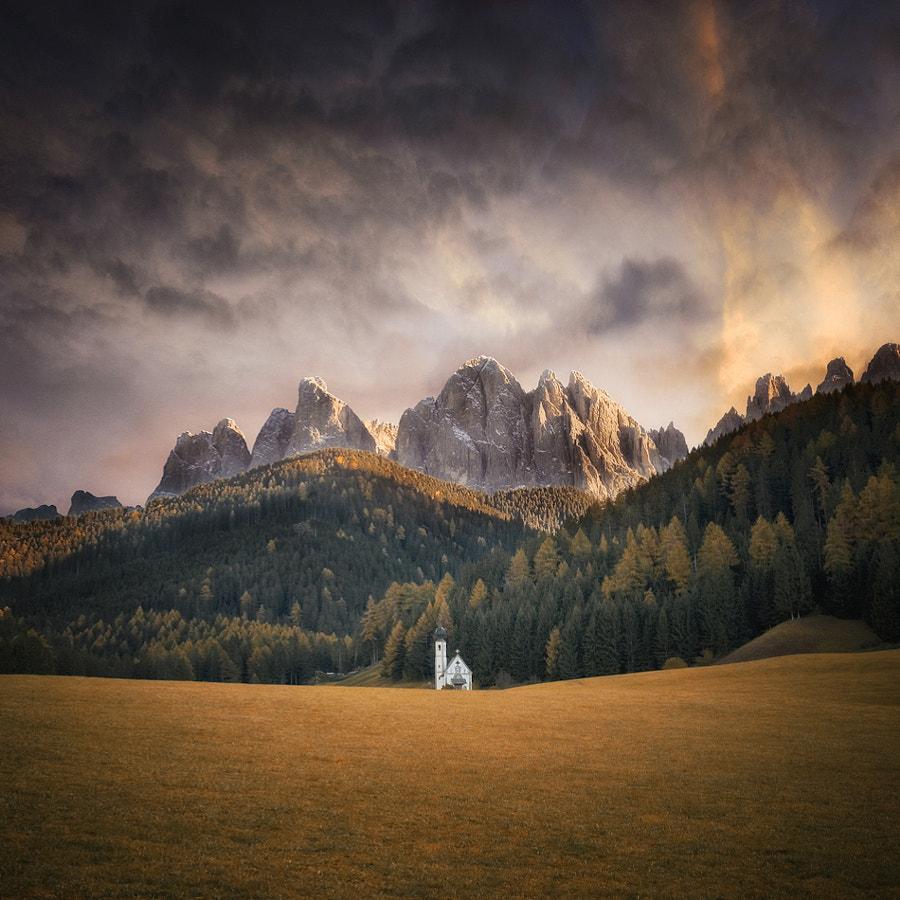 Church & Mountains, автор — Carsten Meyerdierks на 500px.com