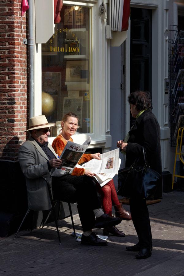 He reading - she talking