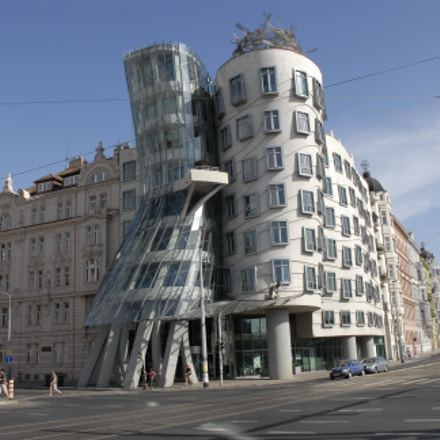 Dancing house., Nikon D200, AF-S DX Zoom-Nikkor 18-70mm f/3.5-4.5G IF-ED
