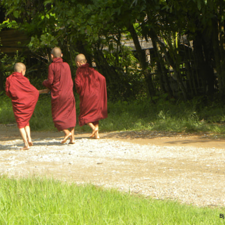 Three Boy Monks, Nikon COOLPIX P90