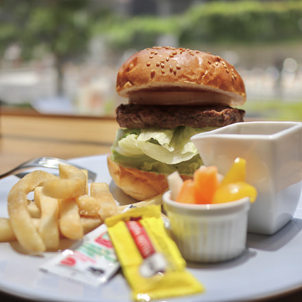 Hamburger in lunch, Canon EOS KISS M