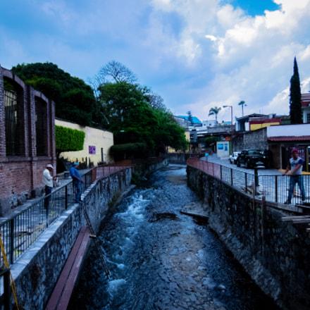 Walk trough the river, Fujifilm XQ2