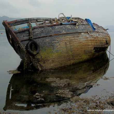 decaying boat wreck, Sony DSC-H400