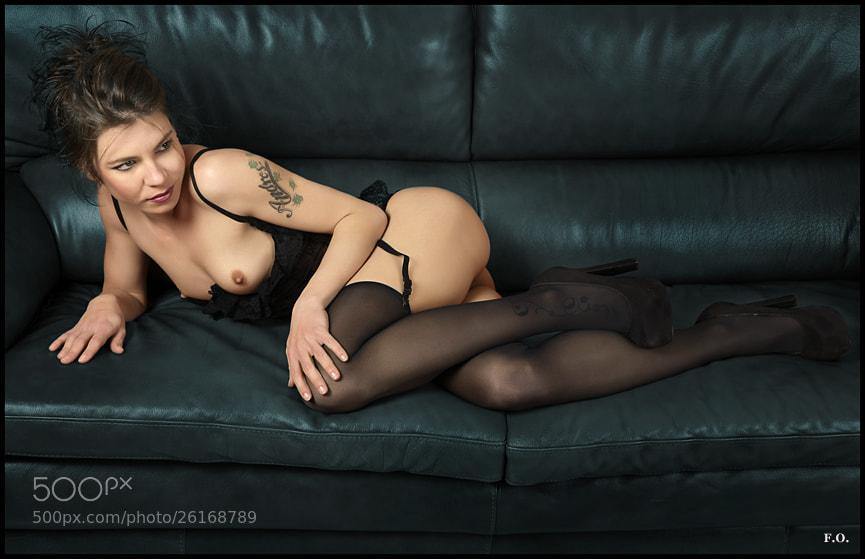 Photograph En el sofa by F.O. Fotografia on 500px
