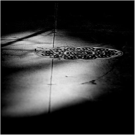Manhole Cover, Nikon D610, AF Zoom-Nikkor 80-200mm f/2.8D ED