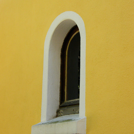 Yellow wall, Fujifilm FinePix S8000fd