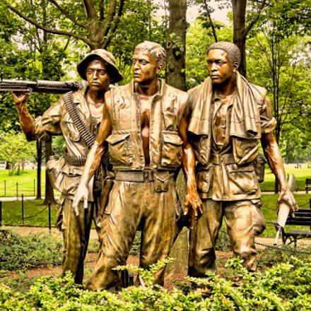Vietnam War Memorial Statue, Nikon COOLPIX P5100