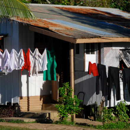 Washing day at Nuku'alofa., Nikon D80, AF-S DX VR Zoom-Nikkor 18-200mm f/3.5-5.6G IF-ED