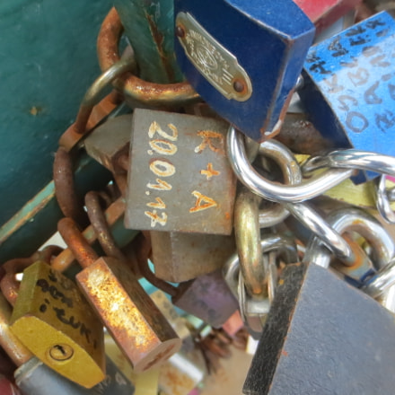 Padlock of love, Canon IXUS 125 HS