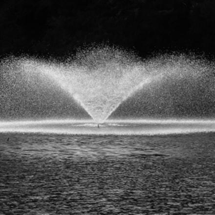 Water spray B&W, Canon POWERSHOT G16