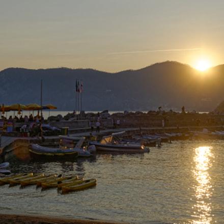 Sunset in Vernazza, Nikon D5000, AF-S DX Nikkor 35mm f/1.8G