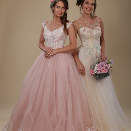 Bride dresses. (Julia & Lena), Canon EOS 6D, Canon EF 50mm f/1.2L