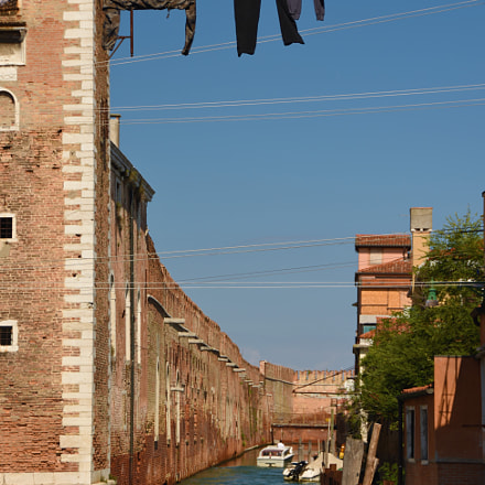Hanging high in Venice., Nikon D7200, AF-S DX VR Zoom-Nikkor 18-200mm f/3.5-5.6G IF-ED [II]