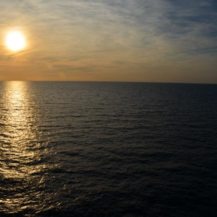 Sun setting over the, Nikon D5100, AF-S DX VR Zoom-Nikkor 18-105mm f/3.5-5.6G ED