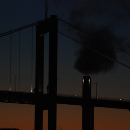 Sunset bridge and smoking, Nikon D80, Tamron AF 18-200mm f/3.5-6.3 XR Di II LD Aspherical (IF) Macro (A14)