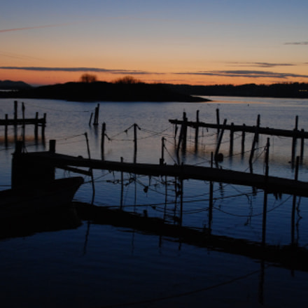 Fishing boat at sunset, Nikon D80, Tamron AF 18-200mm f/3.5-6.3 XR Di II LD Aspherical (IF) Macro (A14)