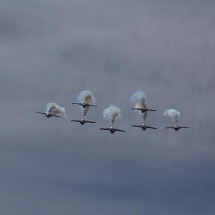 RCAF Snowbirds inverted, Nikon D5200, AF-S DX VR Zoom-Nikkor 55-200mm f/4-5.6G IF-ED