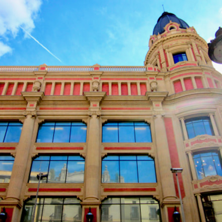 Beautiful building in Barcelone, Canon IXUS 105