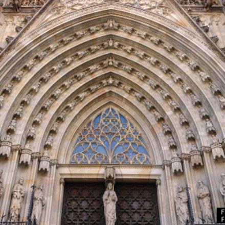 Detall entrada Catedral de, Nikon COOLPIX S6150