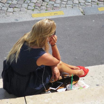 blonde woman sitting on, Canon POWERSHOT S120