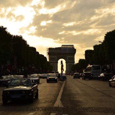 Arc de Triomphe, Nikon D5100, AF-S DX VR Zoom-Nikkor 18-55mm f/3.5-5.6G