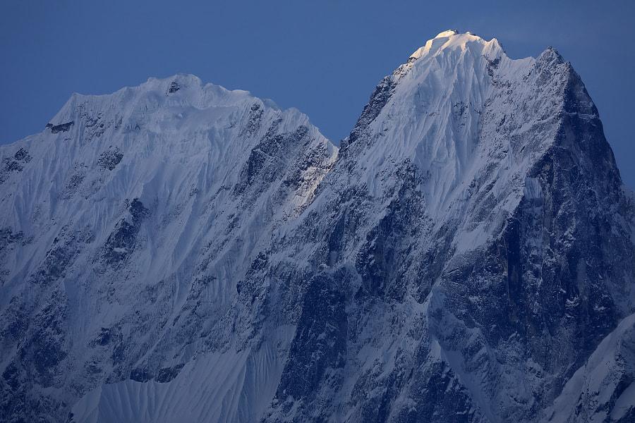The first ray of sun on a mountain peak, автор — Сергей К на 500px.com